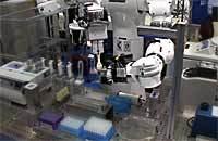 実験を遂行する汎用人形ロボット