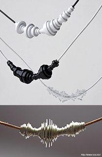 声の波形をネックレスに